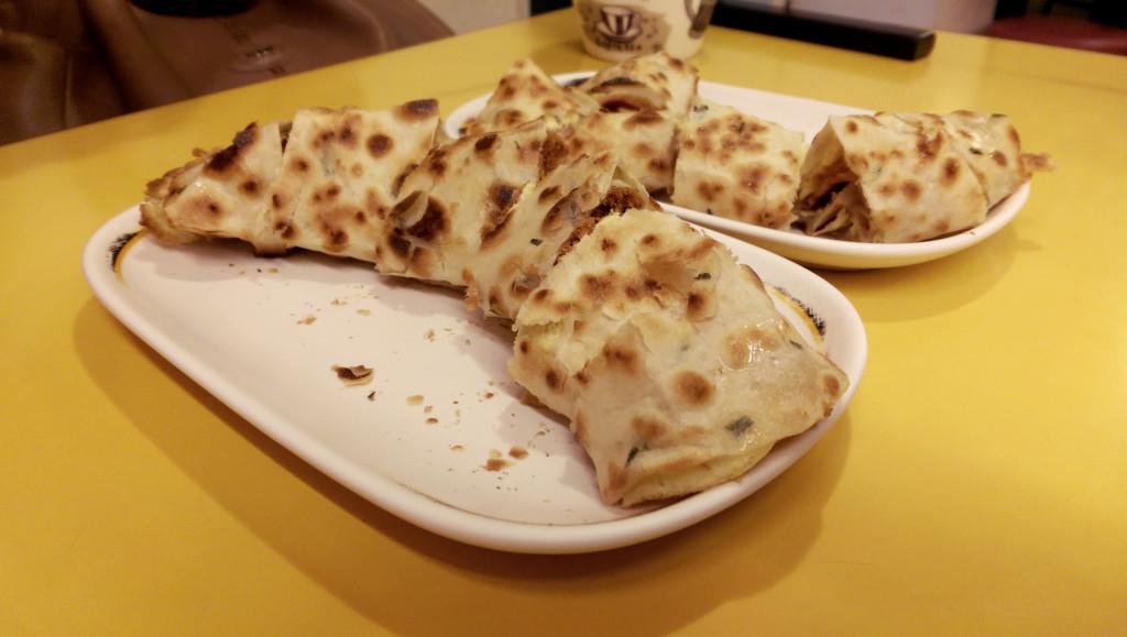Breakfast at Chen Gen Zhao Cha. Credit: tzejen/ Flickr.