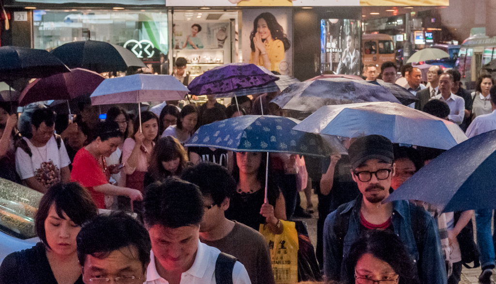 Hong Kong in the Rain. Photo: Wilfredo Rodríguez