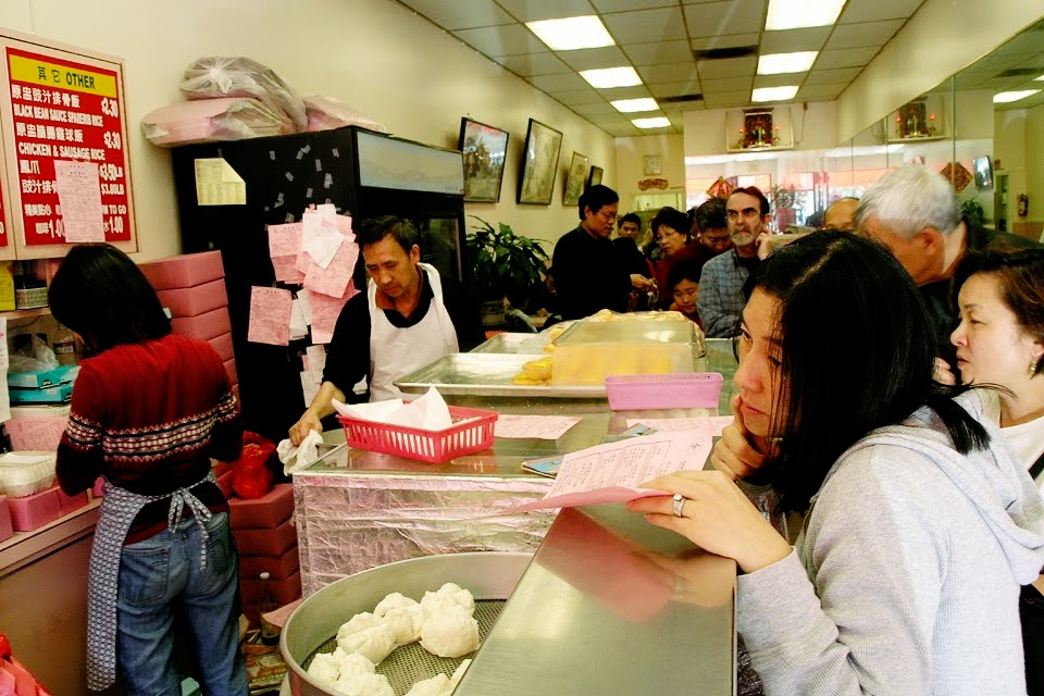 Dim sum lines foreverrr Photo: Juicyrai/Flickr