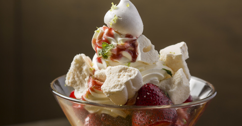 Eton mess with strawberries, Chantilly cream, meringue (2)