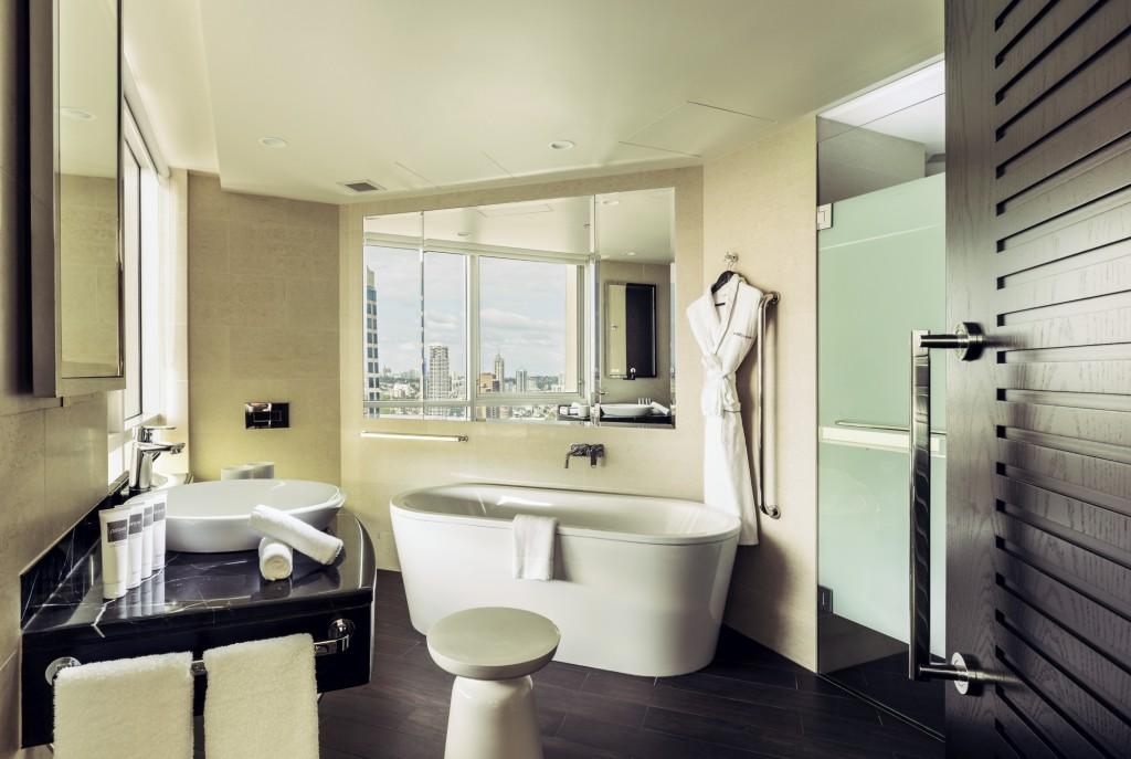 Swissotel Sydney - Signature Skyline Bathroom