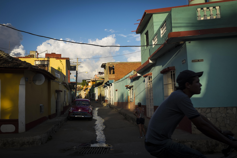 Leong Ka Tai, Over the Ocean, On the Road, in Trinidad Cuba