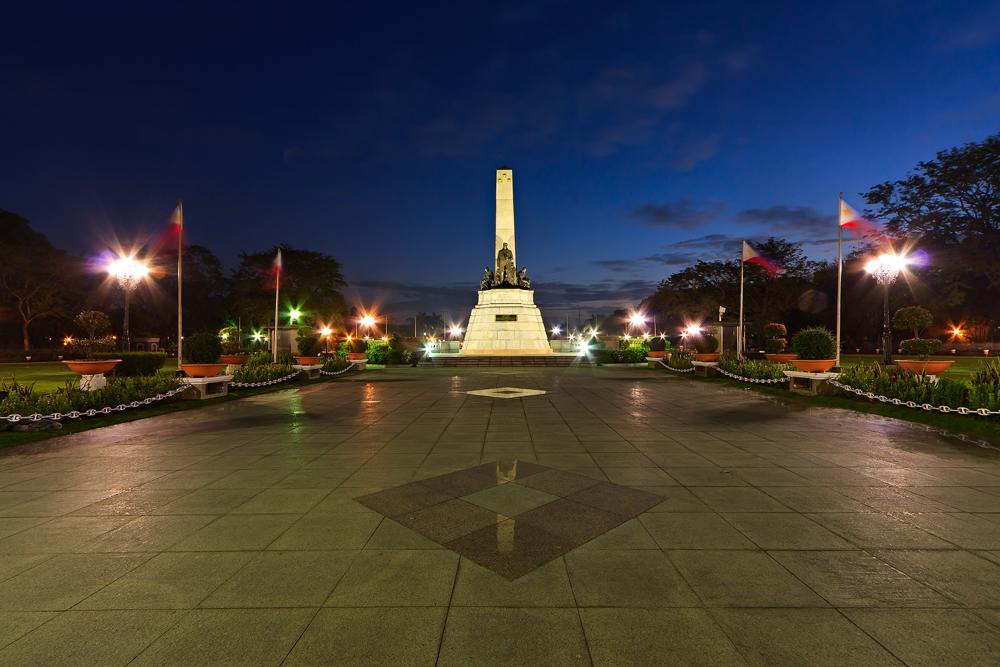 Rizal Park comes alive at night. Photo: Jeffy C/Flickr