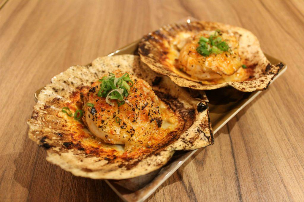 滿串自家醃制串燒店's grilled fresh scallops