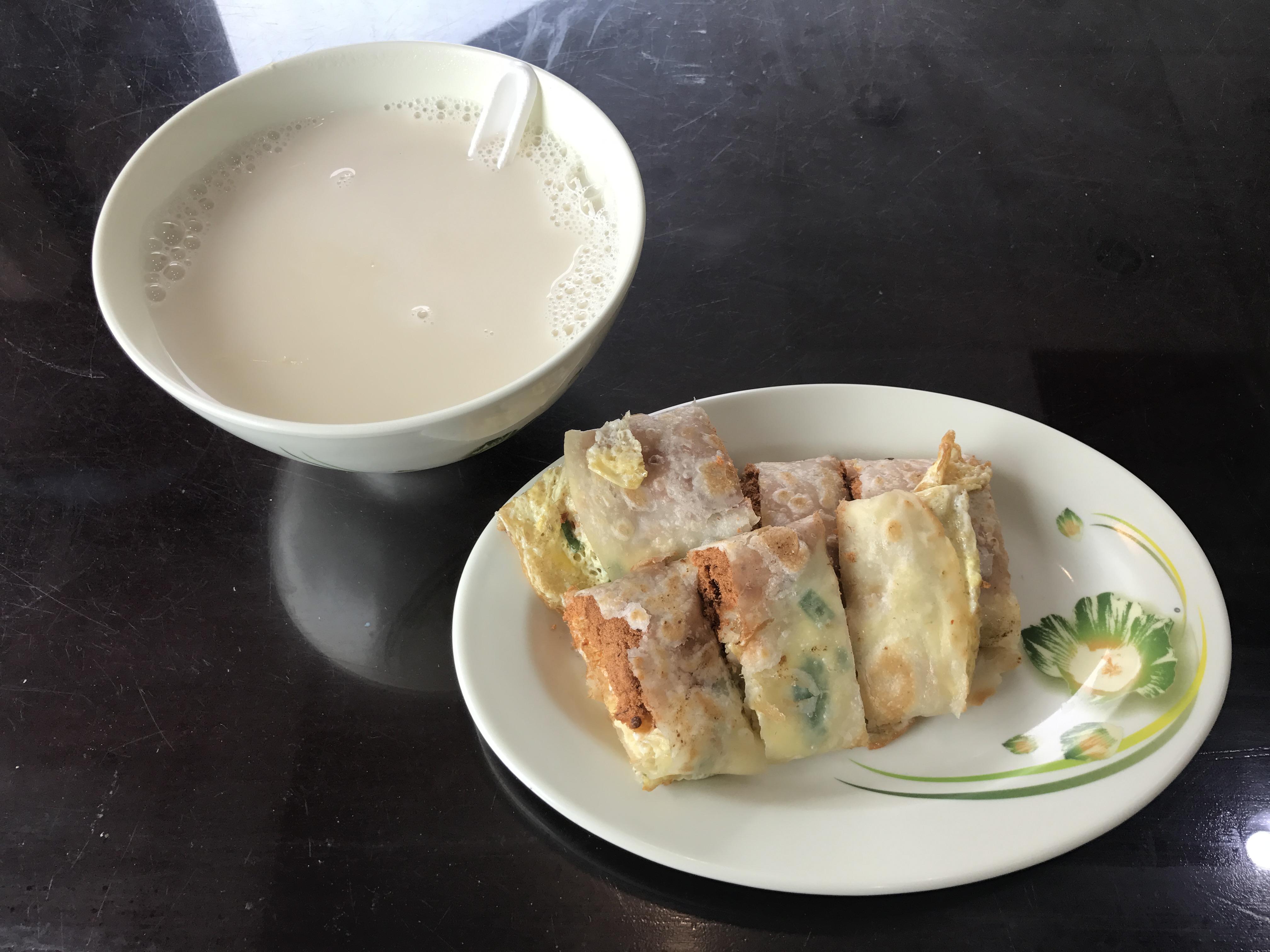 Simple and delicious breakfast at Hong Ji Soy Milk Photo: Johana Shobu