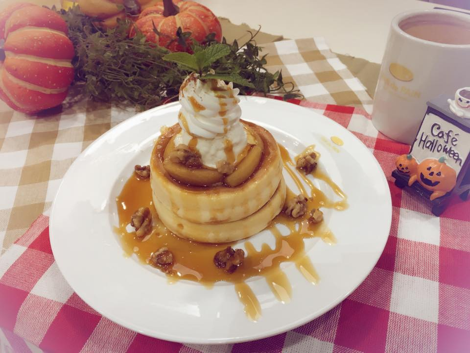 PAN de PAIN's decadent caramel apple souffle pancake
