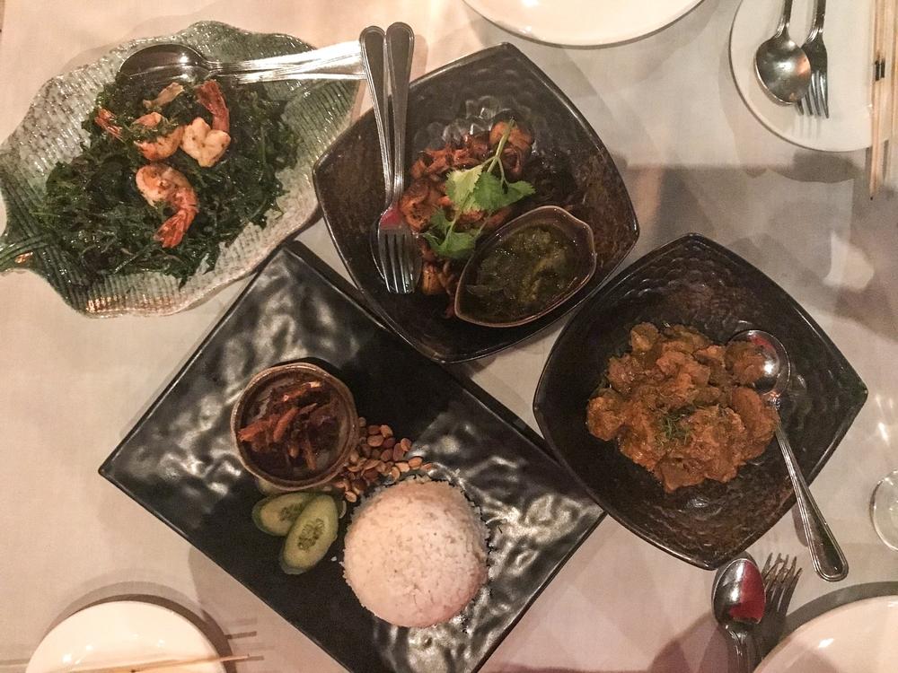 在Bijan吃一顿饭,包括意大利炒饭和rendang。照片:贾亚特里Bhaumik。