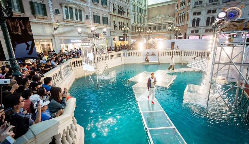 Walk-on-Water-at-Shoppes-at-Venetian