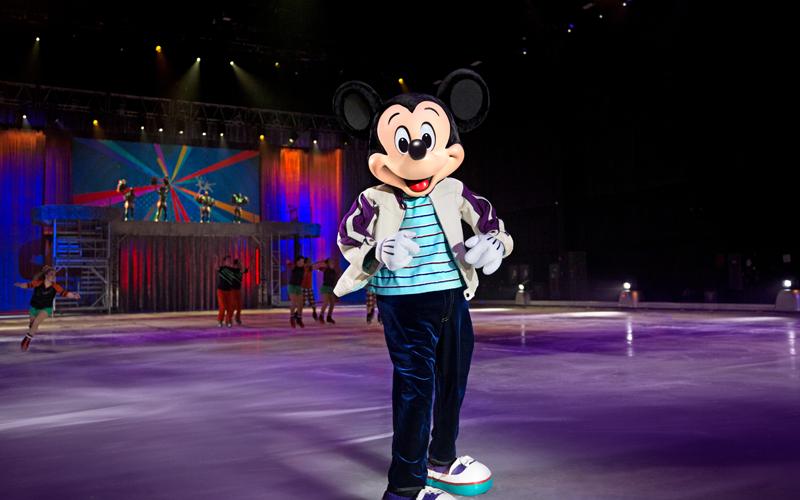 D30C_Photos_800x600_Mickey