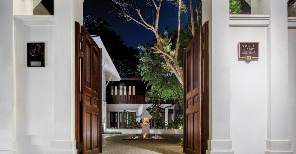 137-pillars-house-entrance