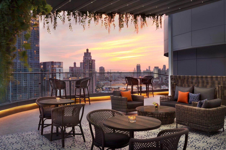 hyatt place Bangkok sukhumvit aire bar