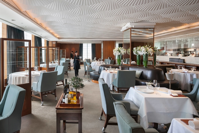 mandarin bar and grill at the Mandarin Oriental Hong Kong