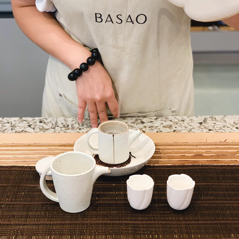 tea pouring at Basao