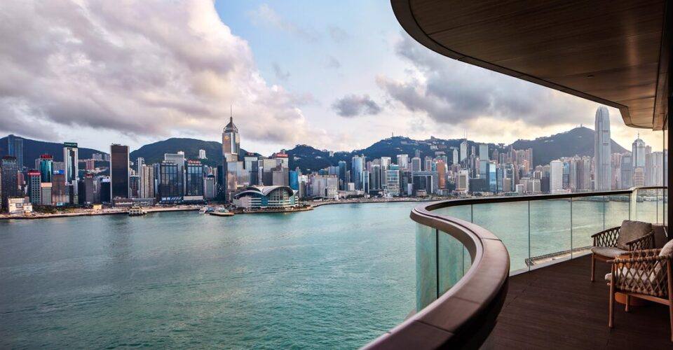 rsz_k11_artus_-_every_residence_features_a_wraparound_balcony_offering_one_of_the_world's_most_coveted_views_of_the_hong_kong_skyline