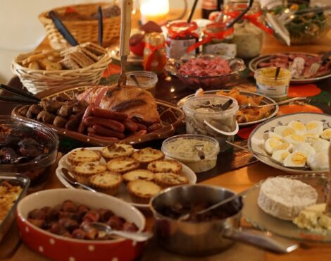 The Ultimate Guide to Creating a Sumptuous Christmas Meal at Home