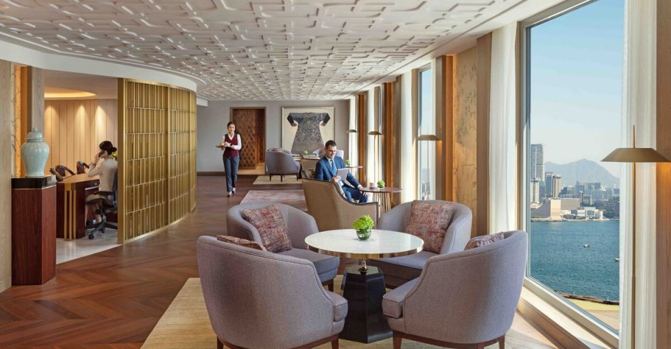 Mandarin-Oriental-Hong-Kong-Hotel-Club-Lounge
