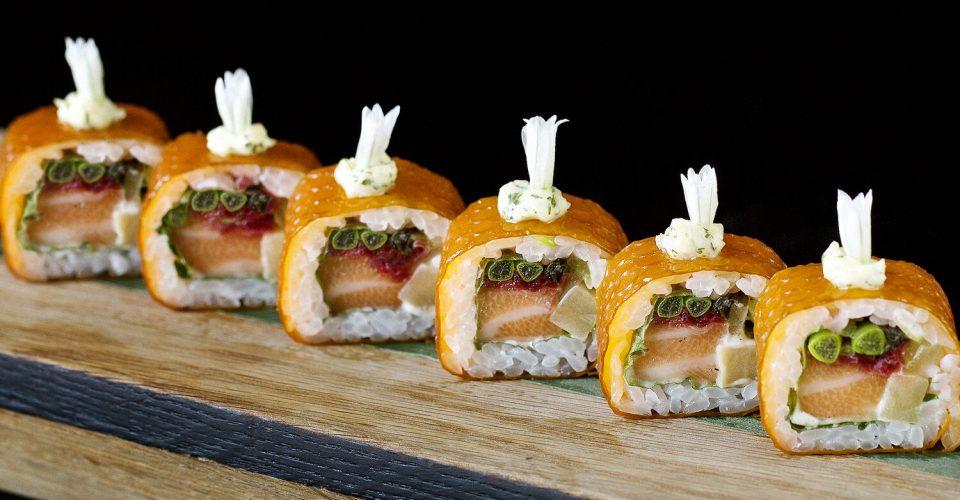 rsz_sea_buckthorn_salmon_sea_vegetables_truffle_maki_1