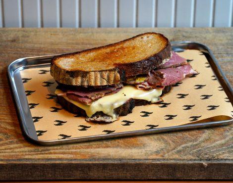 格雷厄姆圣食物大厅在中央送达全天三明治和唐伯里碗